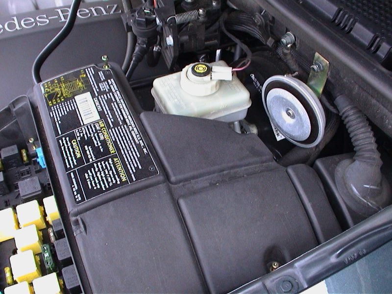2012 11 11_215940_merc_ebox_fan 2006 mercedes viano the warning light on the dash for electronics mercedes viano fuse box location at bakdesigns.co